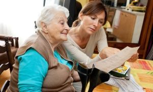 Как оформить уход за пожилыми людьми за квартиру — возможные варианты, риски и советы