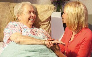Особенности работы сиделкой для пациента после инсульта