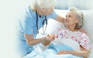 Обязанности приходящей сиделки для пожилого человека или инвалида и требования к работе