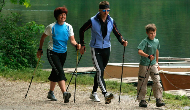 Скандинавская ходьба с палками для пожилых (польза и вред)
