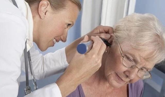 Шумы в голове в пожилом возрасте - причины и лечение