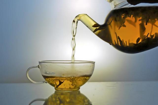 Как правильно пить почечный чай пожилым людям: возможные осложнения