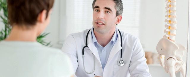 Травма копчика у пожилых людей: симптомы и последствия