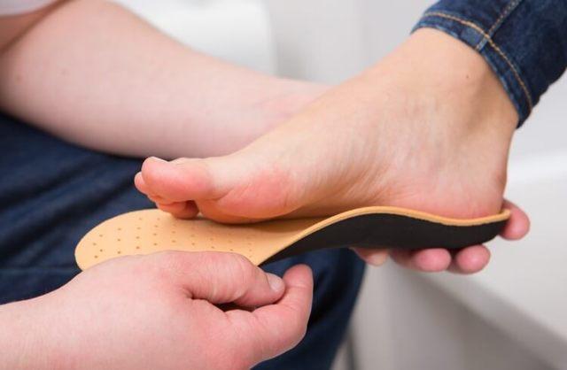 Плоско-вальгусная деформация стопы у пожилых людей: упражнения и операция