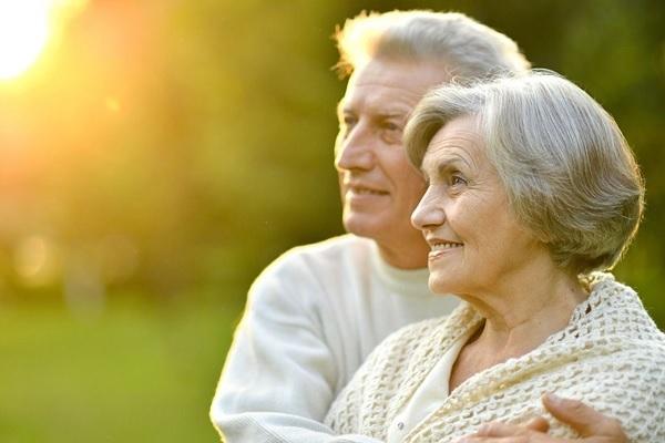 Как поднять иммунитет пожилому человеку: витамины и народные методы