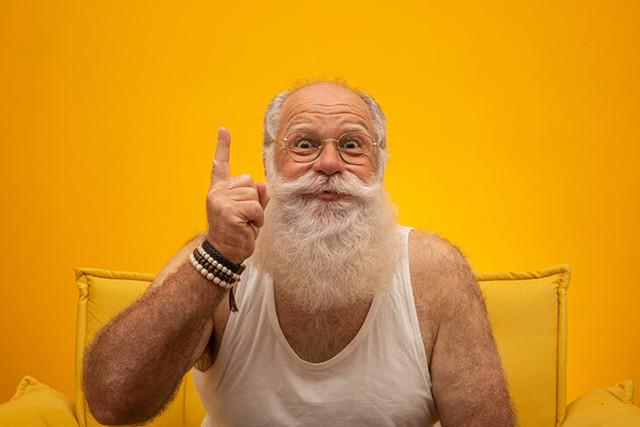 Подарок на 23 февраля для дедушке: сделать своими руками или покупка презента?