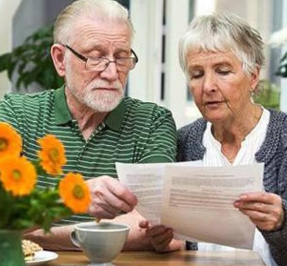 Порядок увольнения сотрудника в связи с выходом на пенсию в 2020 году: написание заявления, подготовка приказа и запись в трудовой книжке