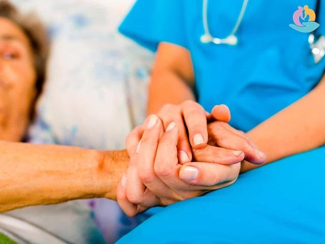 Контрактуры у пожилых людей: причины образования и симптомы заболевания