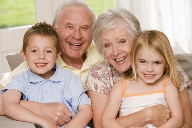 Как получить доплату к пенсии за детей: необходимые документы и количество балов