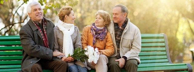 Какие надбавки положены пенсионерам после 80 лет: сумма помощи от государства
