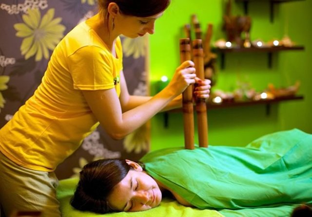 Массаж бамбуковыми палочками и вениками: выбор масла