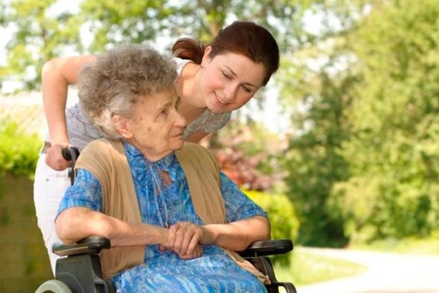 Оформление опекунства над пожилым человеком: документы и сроки процедуры