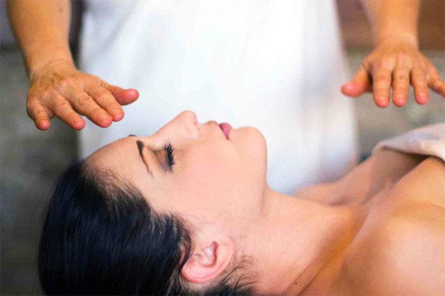 Как работает бесконтактный массаж: польза и вред для организма
