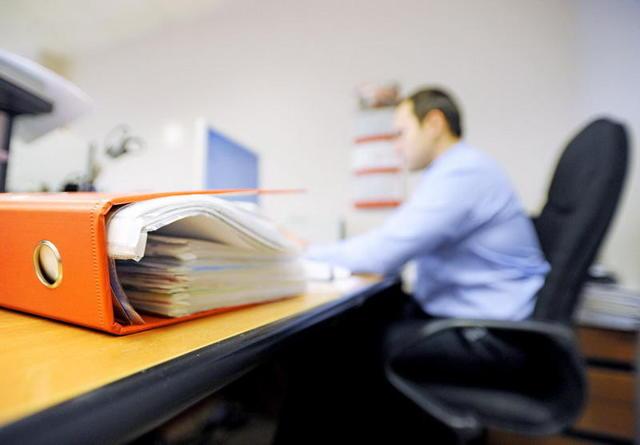 Как чиновники будут выходить на пенсию в 2020 году: сроки, возрастные ограничения и пример расчета пособия