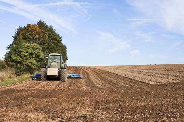 Пенсия пенсионерам проработавшим в сельском хозяйстве от 30 лет: процент индексации и размер доплаты