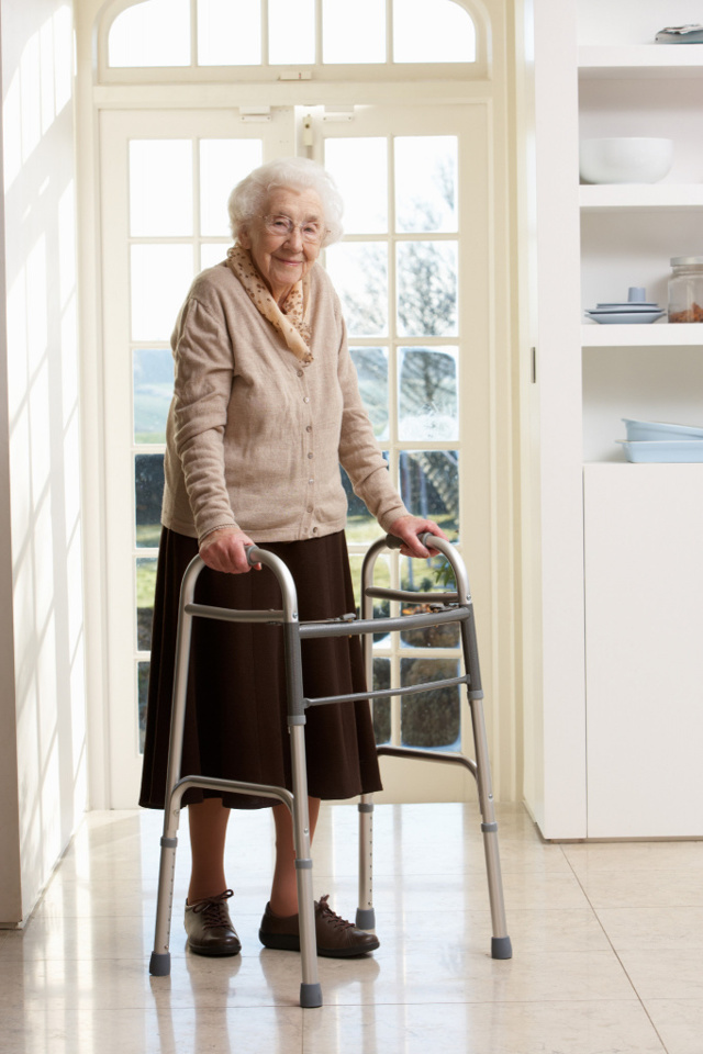 Ходунки для пожилых и инвалидов, советы по выбору
