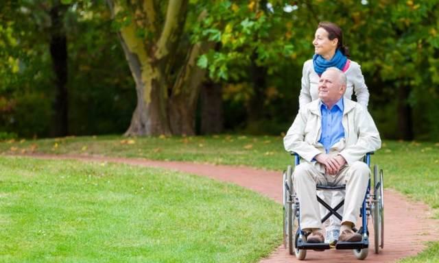 Как правильно выбрать стул туалет для пожилых людей
