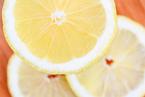 Как избавиться от белых пятен на пальцах рук: диетическое питание и витаминные комплексы