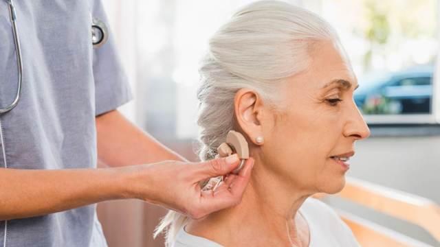Снижение слуха у пожилых людей: важная проблема и ее решение
