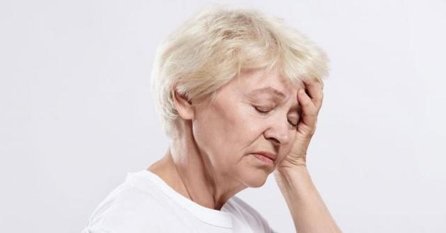 Почему у пожилых кружится голова: диагностика причин
