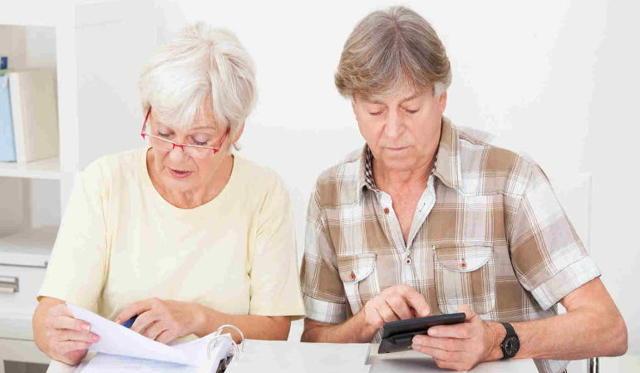 Как оформить кредит пенсионеру: требования банка и необходимые документы